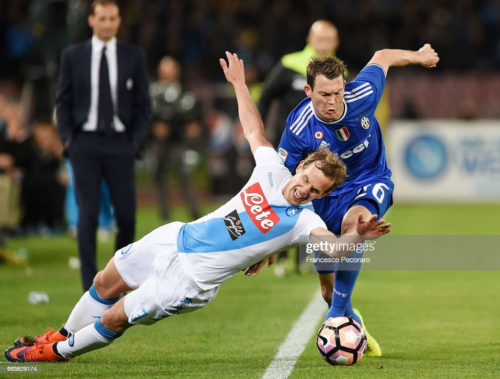 Player of Napoli Ivan Strinic vies with Juventus FC player Stephan Lichtsteiner during the Serie A match between SSC Napoli and Juventus FC at Stadio San Paolo on April 2, 2017 in Naples, Italy.