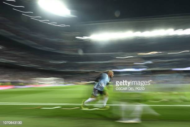 TOPSHOT A player of River Plate warms up before the start of their second leg match of the allArgentine Copa Libertadores final against Boca Juniors...