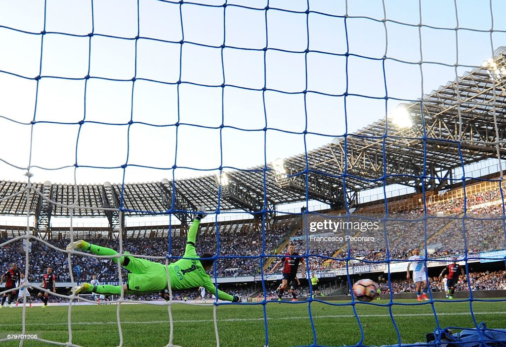 Player of SSC Napoli Dries Mertens scores the 2-0 goal during the Serie A match between SSC Napoli and Cagliari Calcio at Stadio San Paolo on May 6, 2017 in Naples, Italy.