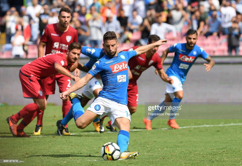 Player of SSC Napoli Dries Mertens scores the 2-0 goal during the Serie A match between SSC Napoli and Cagliari Calcio at Stadio San Paolo on October 1, 2017 in Naples, Italy.