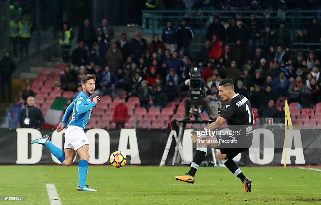 Player of SSC Napoli Dries Mertens scores the 4-1 goal during the serie A match between SSC Napoli and SS Lazio at Stadio San Paolo on February 10, 2018 in Naples, Italy.