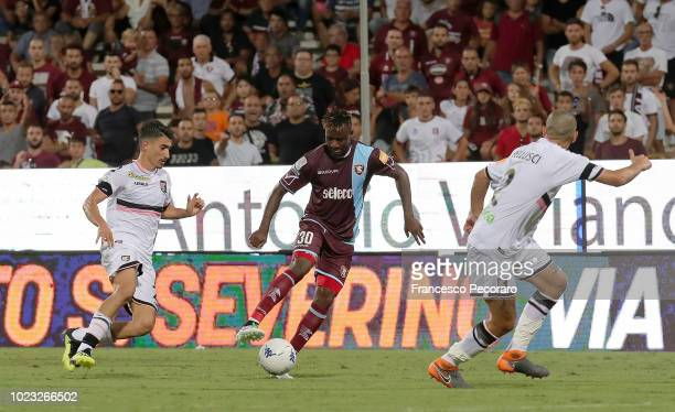 Player of US Salernitana Lamin Jallow vies with US Citta di Palermo player Antonio Fiordilino during the Serie B match between US Salernitana and US...