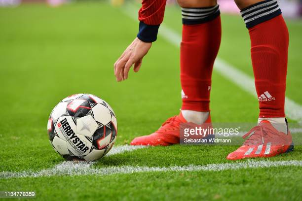Player prepares for a corner kick during the Bundesliga match between FC Bayern Muenchen and VfL Wolfsburg at Allianz Arena on March 09, 2019 in...