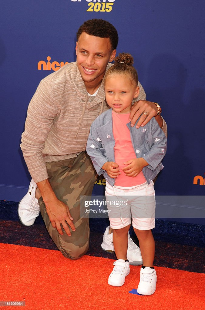 NBA player Stephen Curry and daughter Riley Curry arrive at the Nickelodeon Kids' Choice Sports Awards 2015 at UCLA's Pauley Pavilion on July 16, 2015 in Westwood, California.