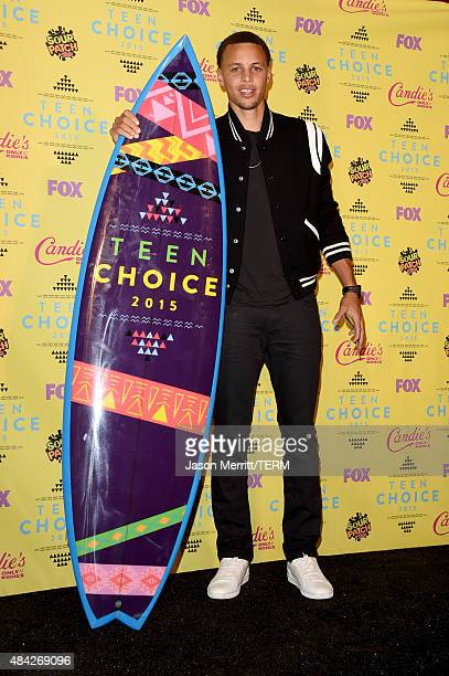 NBA player Stephen Curry poses with the Choice Male Athlete Award in the press room during the Teen Choice Awards 2015 at the USC Galen Center on...