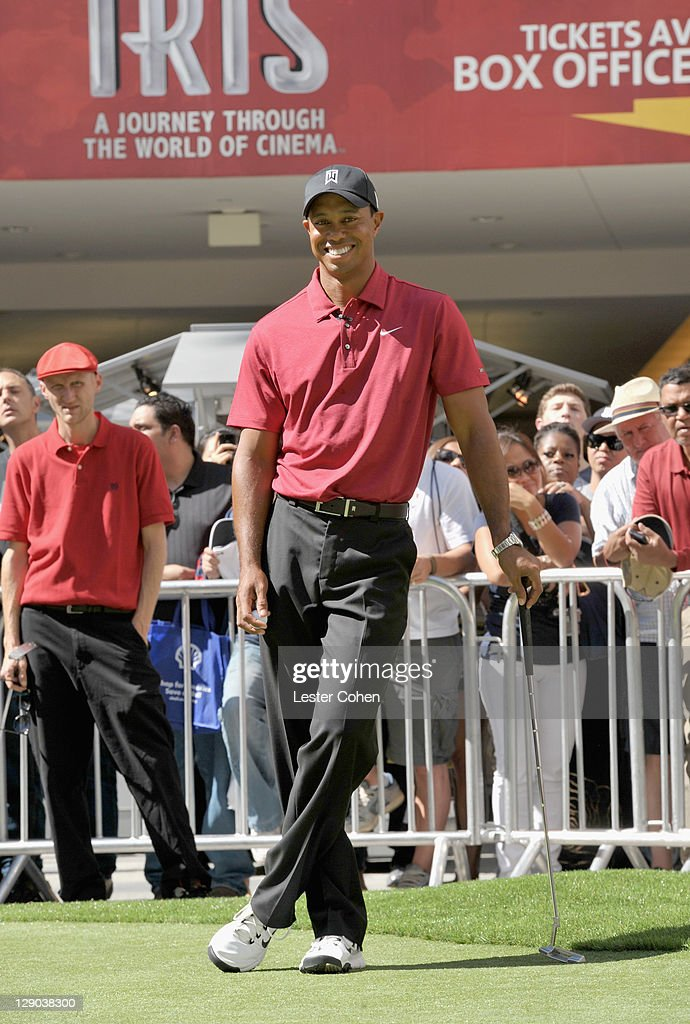 Chevron World Challenge - Host Tiger Woods Makes Press Announcement For 2011 Field And Putt With Local Fans : ニュース写真