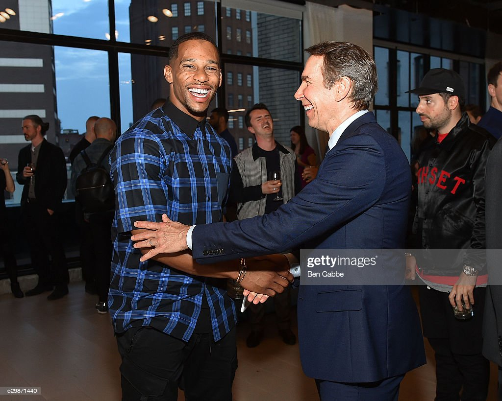 NFL player Victor Cruz (L) and artist Jeff Koons attend the Jeff Koons x Google launch on May 09, 2016 in New York, New York.