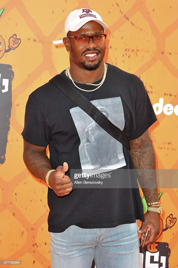 NFL player Von Miller arrives at the Nickelodeon Kids' Choice Sports Awards 2016 at UCLA's Pauley Pavilion on July 14, 2016 in Westwood, California.