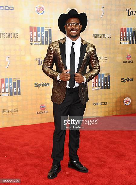 Player Von Miller attends Spike TV's Guys Choice 2016 at Sony Pictures Studios on June 4, 2016 in Culver City, California.