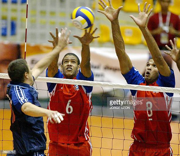 Player William Priddy play with Cuban player Javier Gonzalez and Pavel Pimienta during the Male Volleyball Championship NORCECA 2003 in Culiacan...