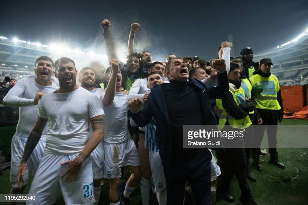 SPAL players and Leonardo Semplici Coach of SPAL celebrate the victory after the Serie A match between Torino FC and SPAL at Stadio Olimpico di...