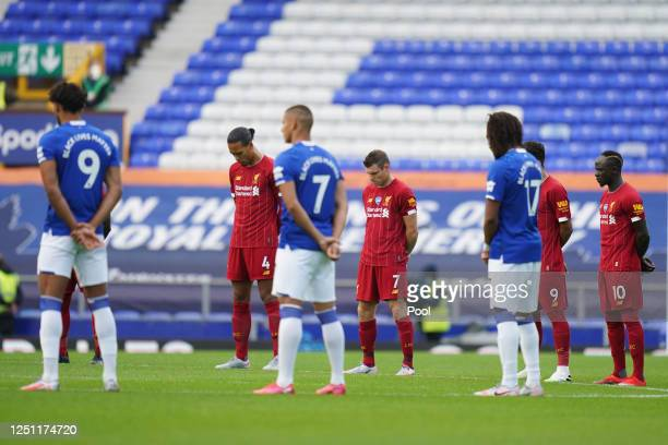 Players and officals take part in a minute of silence to commemorate the victims of the Covid-19 pandemic during the Premier League match between...