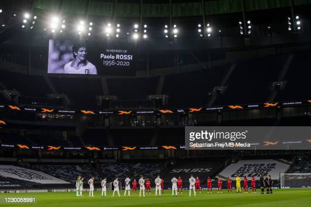 Players and Officials observe a minute of silence prior to kick off in memory of former italian international football player Paolo Rossi during the...