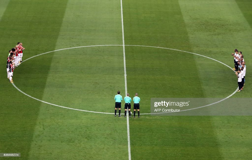 Players and referees observe a minute silence in tribute to the victims of Barcelone's attack prior to the French L1 football match Nice (OGCN) vs Guingamp (EAG) on August 19, 2017 at the 'Allianz Riviera' stadium in Nice, southeastern France. /