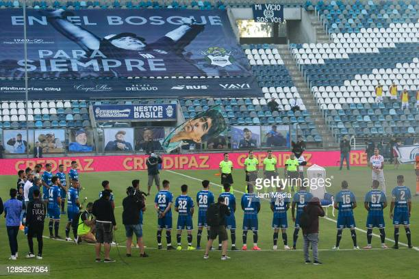 Players and referees pay tribute to the late Diego Maradona prior a match between Gimnasia y Esgrima La Plata and Huracan as part of Copa Diego...