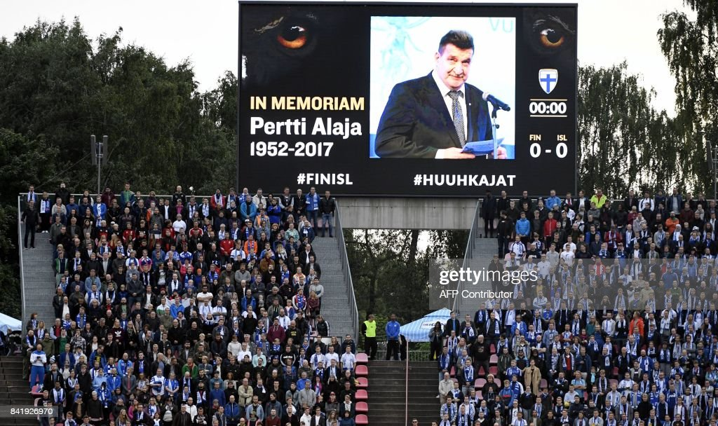 Players and spectators observe a minute of silence in memory of Pertti Alaja, president of the Football Association of Finland, at the beginning of the FIFA World Cup 2018 qualification football match between Finland and Iceland in Tampere on September 2, 2017. / AFP PHOTO / Lehtikuva / Jussi Nukari