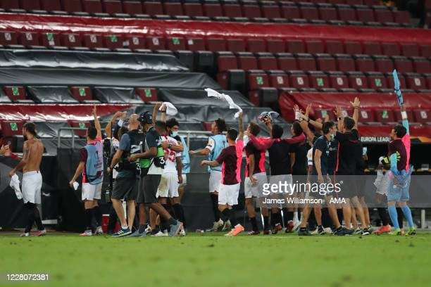 Players and staff od Seville celebrate at full time during the UEFA Europa League Semi Final between Sevilla and Manchester United at...