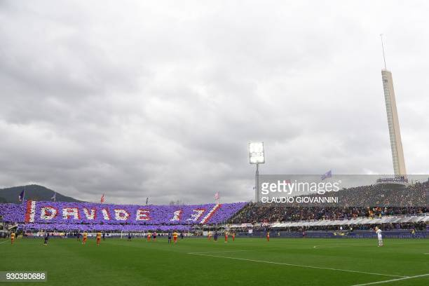 Players and supporter pay tribute to late Fiorentina's captain Davide Astori on March 11 2018 during the Italian Serie A football match Fiorentina vs...