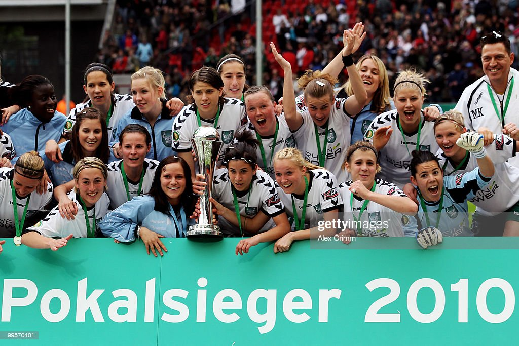 Players and team members of Duisburg pose for a team picture after winning the DFB Women's Cup final match between FCR 2001 Duisburg and FF USV Jena at RheinEnergie stadium on May 15, 2010 in Cologne, Germany.