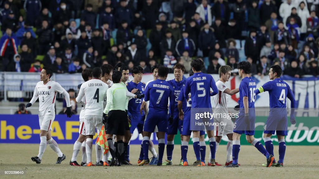 Players argue during the AFC Champions League Group H match between Suwon Samsung Bluewings and Kashima Antlers at Suwon World Cup Stadium on February 21, 2018 in Suwon, South Korea.