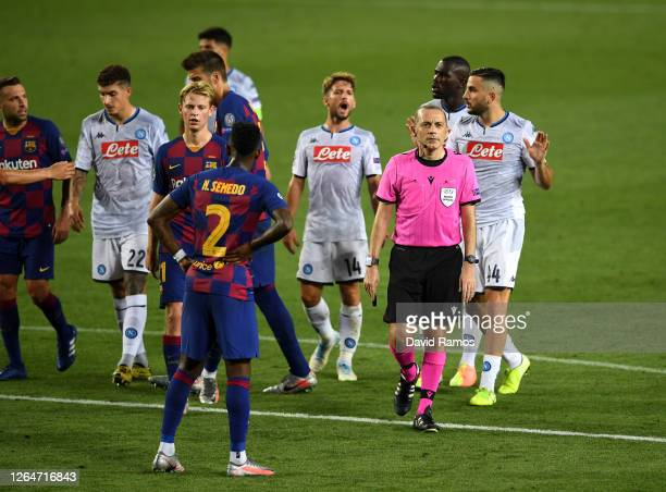 Players argue with the match referee during the UEFA Champions League round of 16 second leg match between FC Barcelona and SSC Napoli at Camp Nou on...