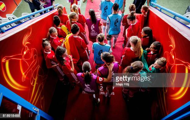 Players arrive prior the Group D match between Spain and Portugal during the UEFA Women's Euro 2017 at Stadion De Vijverberg on July 19 2017 in...