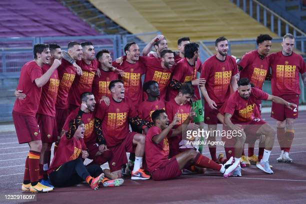May 15 : Players AS Roma Celebrate after winning the Italian Serie A soccer match betweenAS Roma and SS Lazio at Stadio Olimpico on May 15,2021 in...