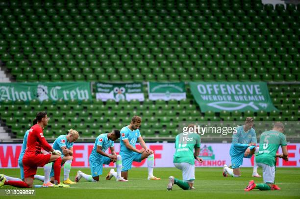 Players from both teams take a knee in protest prior to the Bundesliga match between SV Werder Bremen and VfL Wolfsburg at Wohninvest Weserstadion on...