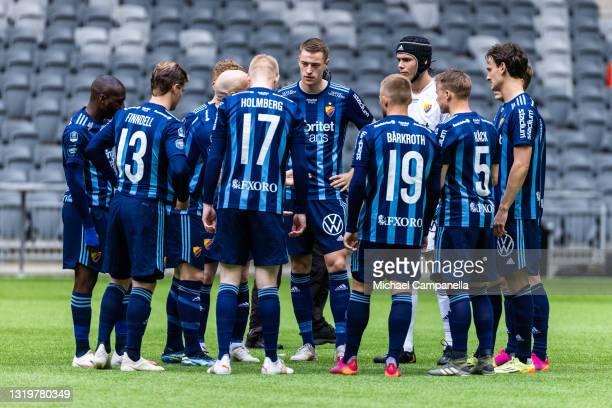 Players from Djurgardens IF huddle together during the Allsvenskan match between Djurgardens IF and IFK Goteborg at Tele2 Arena on May 23, 2021 in...