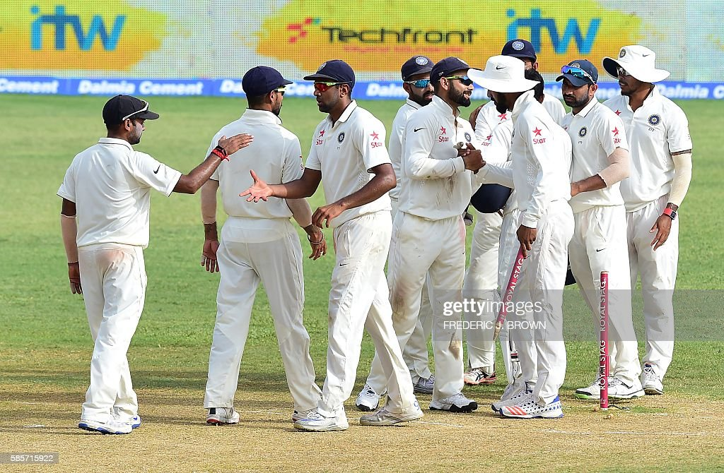 Players from India congratulate one another at the end of their match against the West Indies on day five of their Second Test cricket match on August 3, 2016 at Sabina Park in Kingston, Jamaica which ended in a draw. / AFP / Frederic J. BROWN