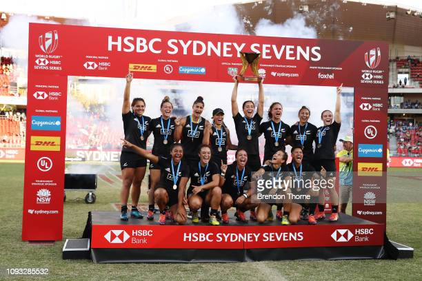 Players from New Zealand celebrate after winning the Women's Cup Final played between New Zealand and Australia during the 2019 Sydney HSBC Sevens at...