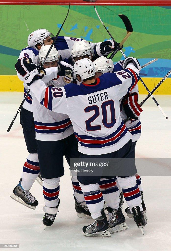 Ice Hockey - Day 10 - Canada v USA : News Photo
