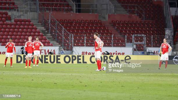 Players if 1. FSV Mainz 05 are seen during the Bundesliga match between 1. FSV Mainz 05 and VfL Wolfsburg at Opel Arena on January 19, 2021 in Mainz,...