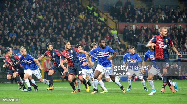 Players in action during the Serie A match between Genoa CFC and UC Sampdoria at Stadio Luigi Ferraris on November 4 2017 in Genoa Italy