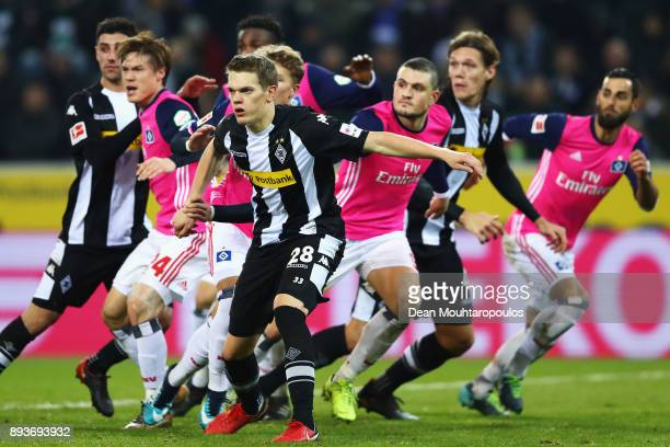 Players including Matthias Ginter Jannik Vestergaard and Lars Stindl of Borussia Monchengladbach with Gotoku Sakai Kyriakos Papadopoulos of Hamburg...