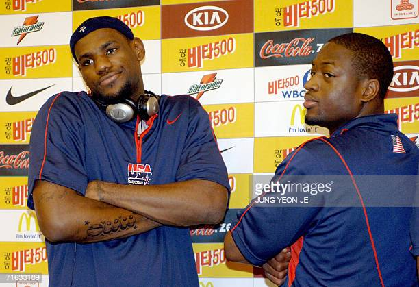 Players LeBron James and Dwyane Wade pose for photographers after a press conference for the World Basketball Challenge 2006 in Seoul 12 August 2006...