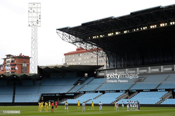 Players observe a minutes silence ahead of the Liga match between RC Celta de Vigo and Villarreal CF to respect the ongoing Covid-19 global pandemic...