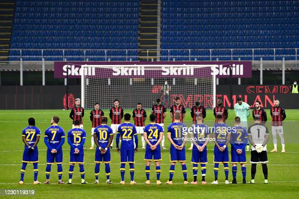 Players observe a minute's silence as a mark of respect for former football player Paolo Rossi who died earlier in the week prior to the Serie A...