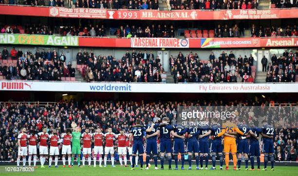 Players observe a minute's silence for Arsenal's late chairman Peter HillWood ahead of the English Premier League football match between Arsenal and...