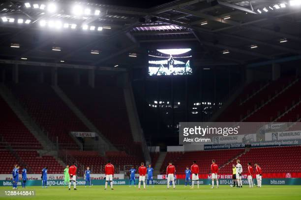 Players observe a minutes silence for former footballer, Diego Maradona, who recently passed away prior to the Bundesliga match between 1. FSV Mainz...