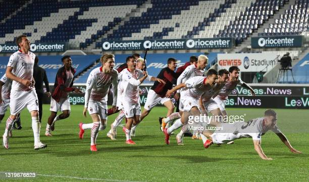 Players of A.C. Milan celebrate their teams victory after the Serie A match between Atalanta BC and AC Milan at Gewiss Stadium on May 23, 2021 in...