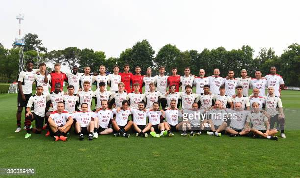 Players of AC Milan wear a shirt in support of club's Chief Executive Officer Ivan Gazidis ahead of the Pre-Season Friendly between AC Milan and...