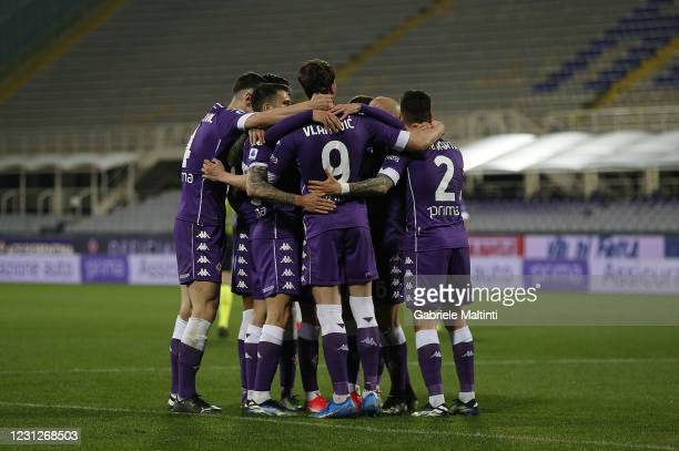 Players of ACF Fiorentina celebrate after a goal during the Serie A match between ACF Fiorentina and Spezia Calcio at Stadio Artemio Franchi on...