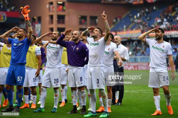 Players of ACF Fiorentina celebrate victory at the end of the serie A match between Genoa CFC and ACF Fiorentina at Stadio Luigi Ferraris on May 6...