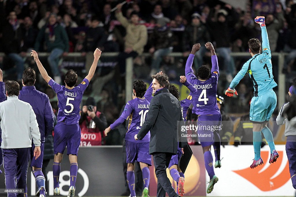 Players of ACF Fiorentina celebrates the victory after during the UEFA Europa League Round of 32 match between ACF Fiorentina and Tottenham Hotspur FC at Artemio Franchi stadium on February 26, 2015 in Florence, Italy.