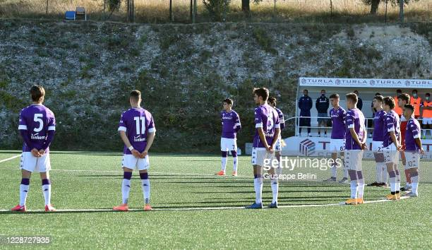 Players of ACF Fiorentina line up for a minute of silence prior the Primavera 1 match between Ascoli Calcio and ACF Fiorentina on September 26 2020...