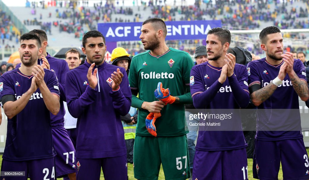 Players of ACF Fiorentina thanked the fans at the end of the game during the serie A match between ACF Fiorentina and Benevento Calcio at Stadio Artemio Franchi on March 11, 2018 in Florence, Italy.