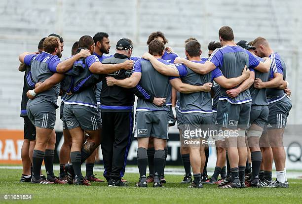 Players of All Blacks huddle during All Blacks Captain's Run at Jose Amalfitani Stadium on September 30, 2016 in Buenos Aires, Argentina.