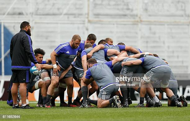Players of All Blacks in action during All Blacks Captain's Run at Jose Amalfitani Stadium on September 30, 2016 in Buenos Aires, Argentina.