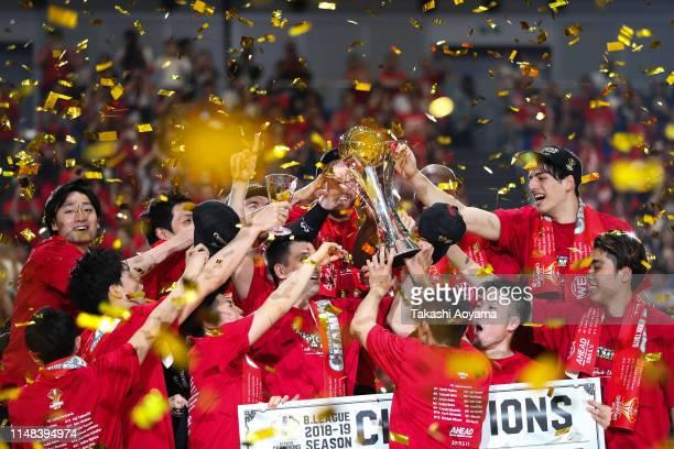 Players of Alvark Tokyo celebrates after defeating Chiba Jets 71-67 to win the B.League final match at Yokohama Arena on May 11, 2019 in Yokohama,...